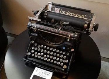 Underwood Typewriter - whats on your mind